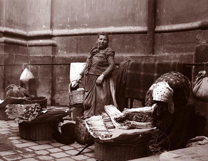 Торговки спаржей, Вена, Австрия ХХ век, винтаж, восстановленные фотографии, европа, кусочки истории, путешествия, старые снимки, фото