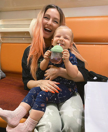Море, яхта и любовь: Нюша и Игорь Сивов вместе с дочерью Симбой наслаждаются летним отпуском в Крыму Звездные пары