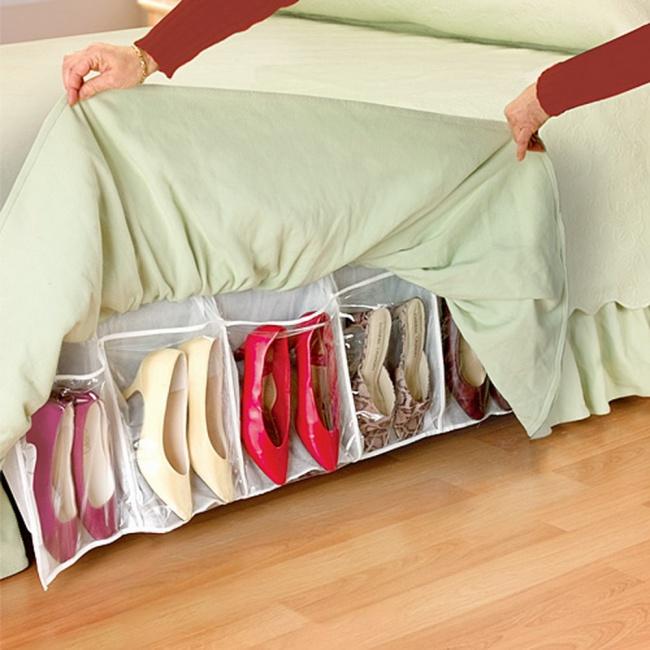 Экономим место: как спрятать все вещи под кровать