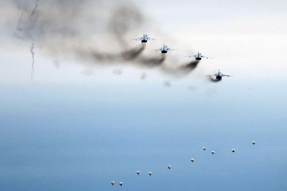 """Су-24М разбомбили """"лагерь бо…"""