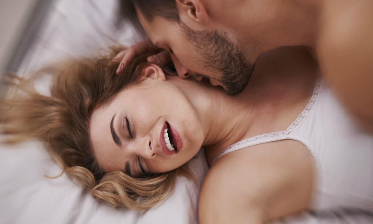 seks-shikarnaya-dama-drozhit-ot-orgazma-gruppovoy-zhenshini