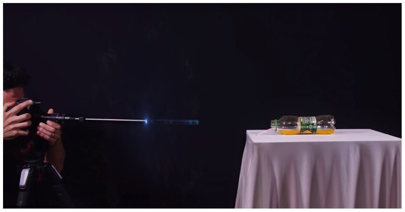 Необычная съемка-стрельба, в которой пуля - макро-объектив