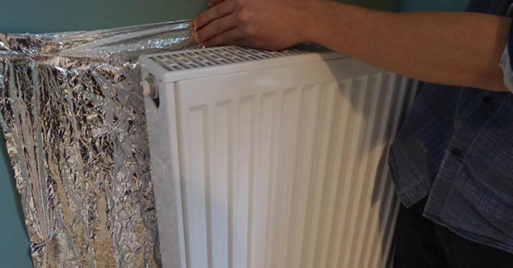 Эти небольшие хитрости помогут сохранить тепло в вашем доме и меньше за него платить