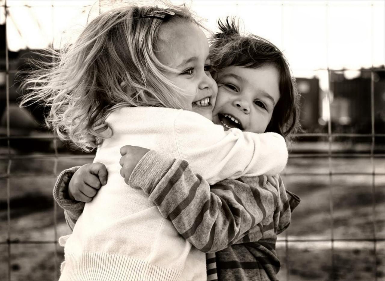 Картинка обнимашки друзей