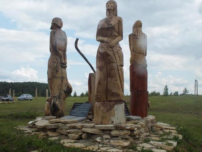 По финно-уграм Волги страшно ударила война с монголами.
