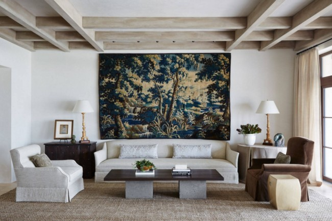 Особенно хорошо он выглядит на белой окрашенной стене и вполне может заменить роспись стен или фреску