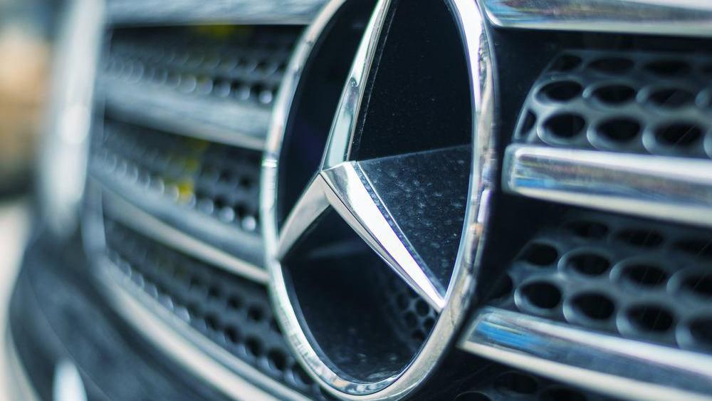 Видео с крушащим Mercedes ко…