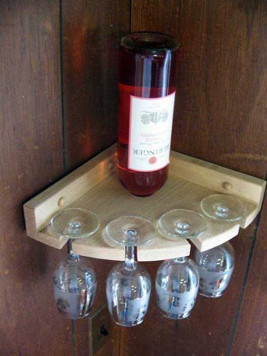 Угловой держатель для вина.
