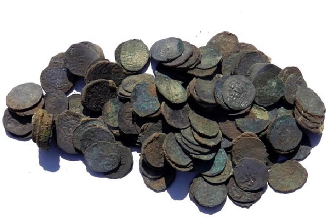 Ðайденные монеты датированы XIII-XV веками.Фото: МарГУ