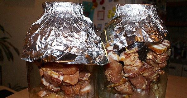 Теперь, чтобы сделать шашлык, не нужно выезжать на природу. Фантастически вкусный рецепт мяса в банке!