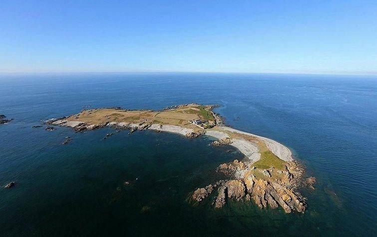 Этот дом — настоящая мечта интровертов, потому что он стоит на острове, где никого нет