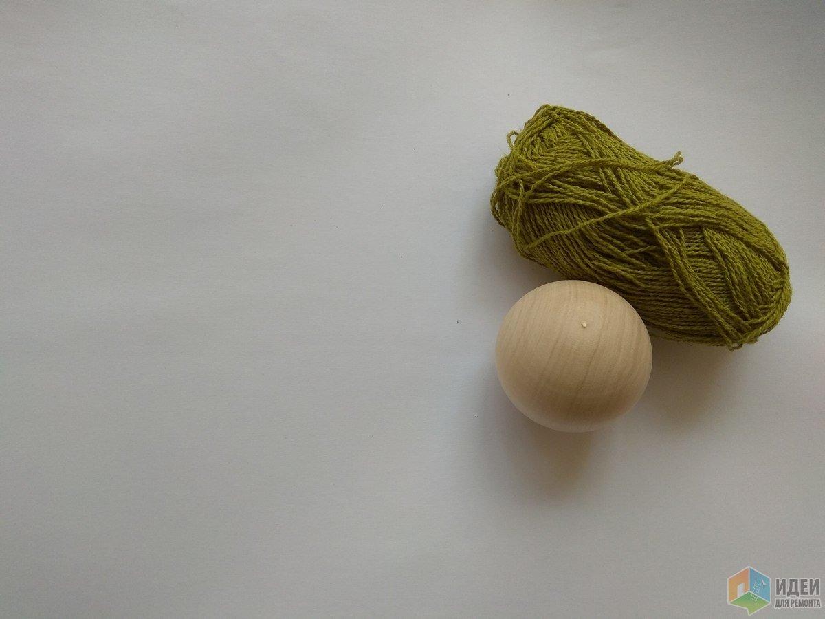 Деревянные шарики без проблем нашлись в близлежащем магазине рукоделия, диаметр 3 см.