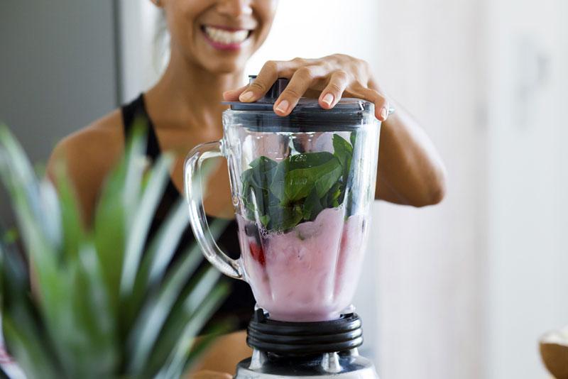 5 супер вкусных и полезных смузи, которые спасут в жару