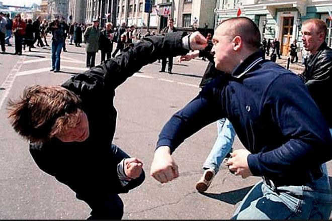 Как бить в уличной драке: убойная двойка от крапового берета
