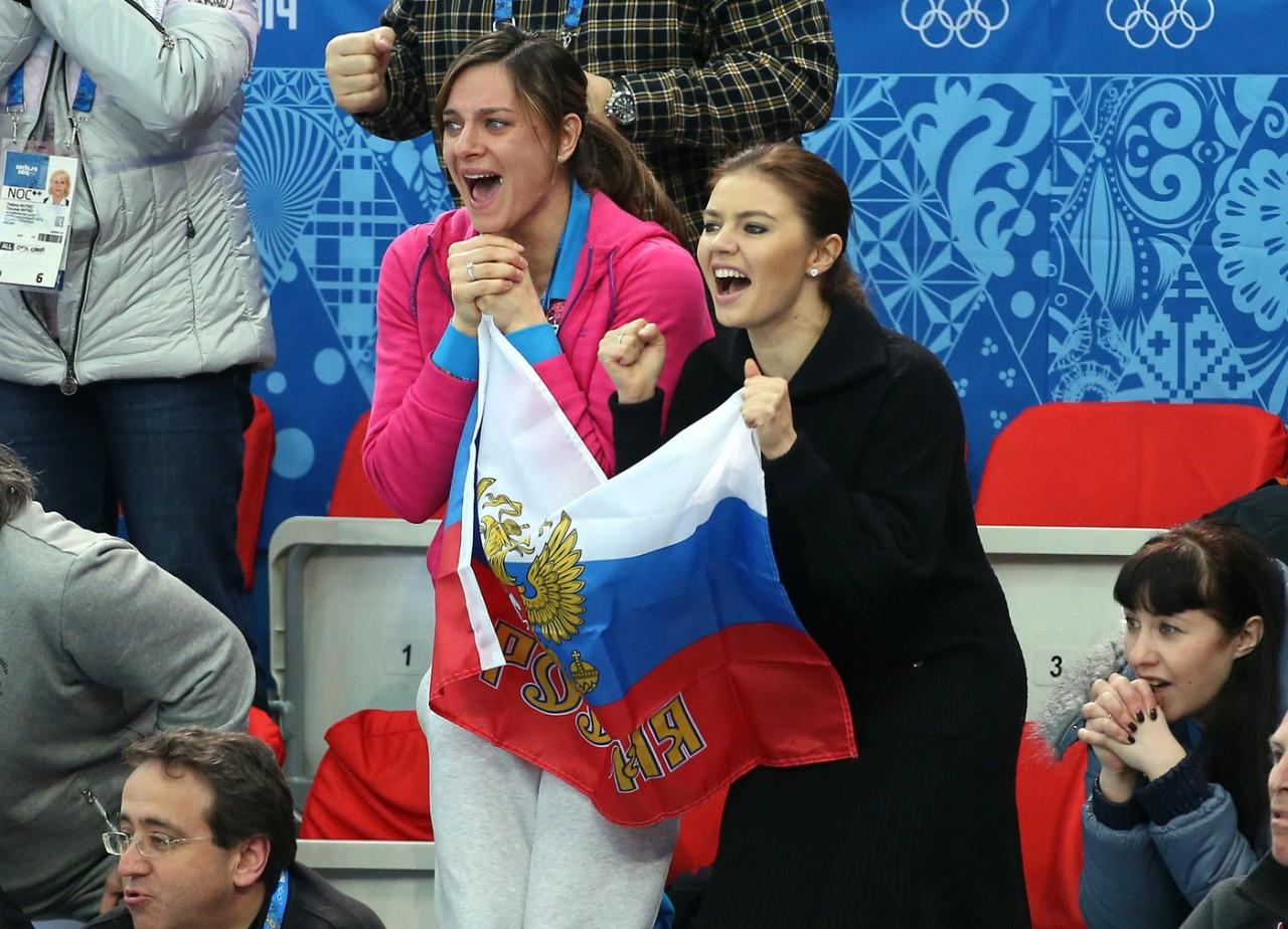 Алину Кабаеву, посетившую соревнования вместе с красавицей-дочерью, осыпали комплиментами