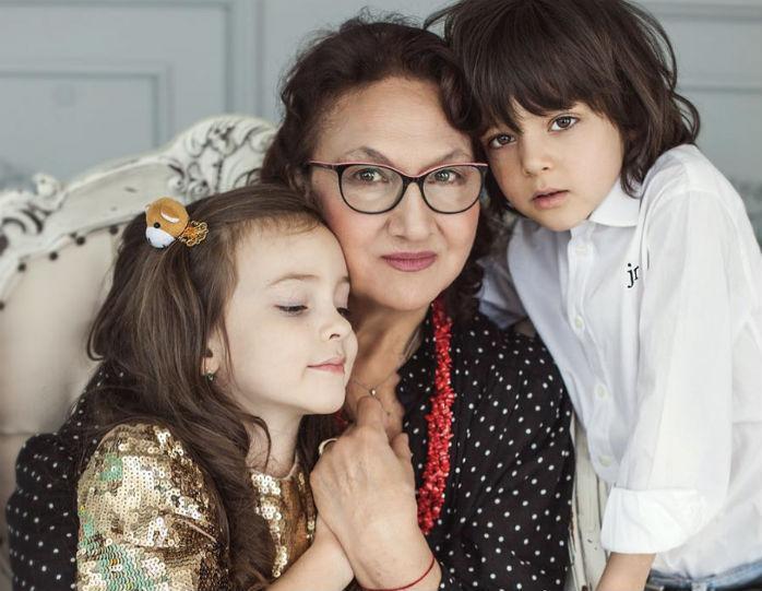 Дети Филиппа Киркорова с нежностью обратились к бабушке