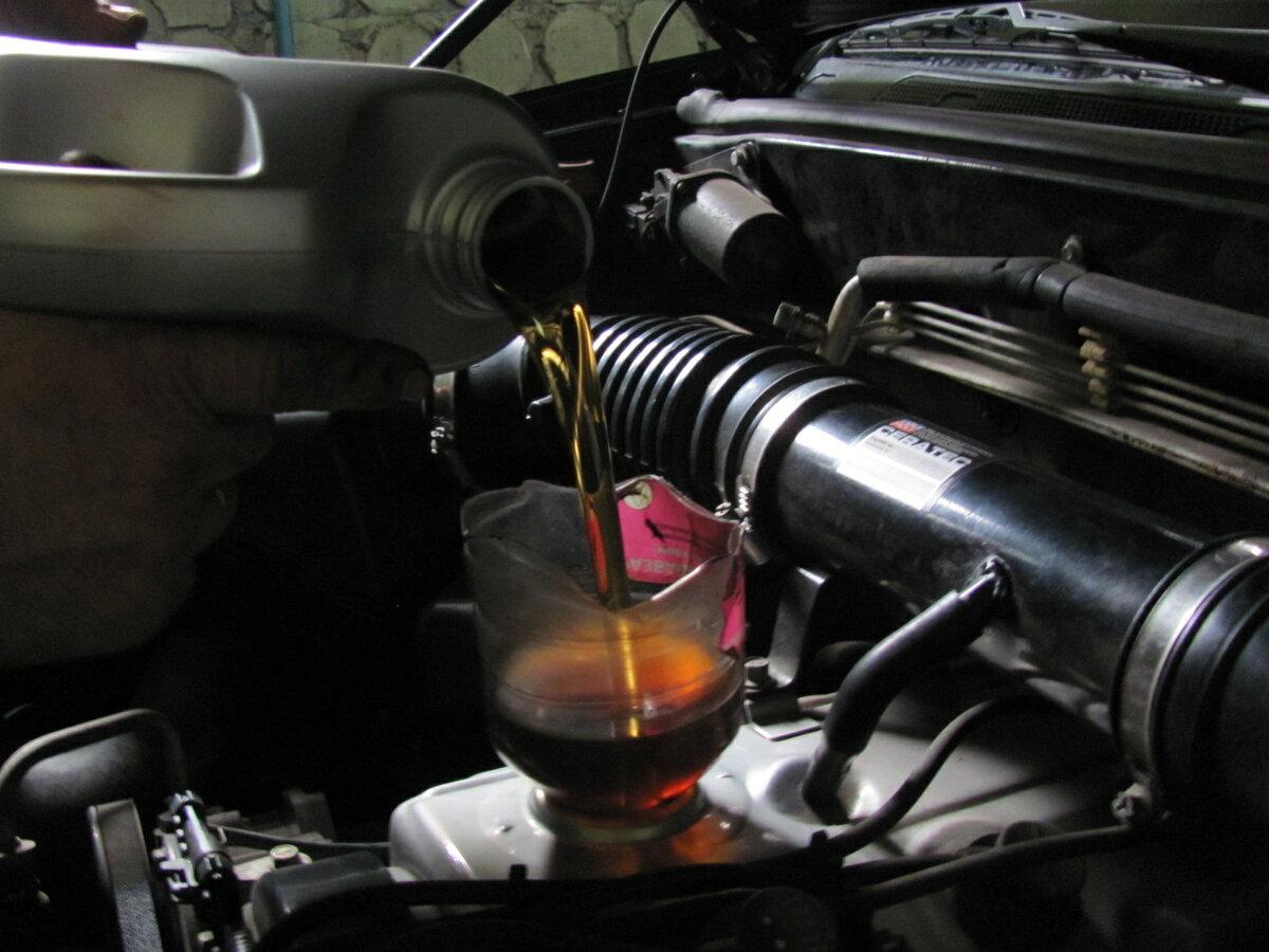 Чем отличается полусинтетическое моторное масло от синтетического масла, масло, двигателя, синтетики, Однако, заливать, такого, такое, маслом, время, свойства, масле, присадки, мотор, двигатели, полусинтетического, сервис, классической, автомобилей, следует