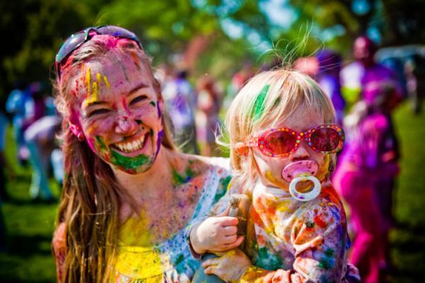 Челябинские священники ополчились на веселый и безобидный «фестиваль красок», объявив его сатанинским обрядом