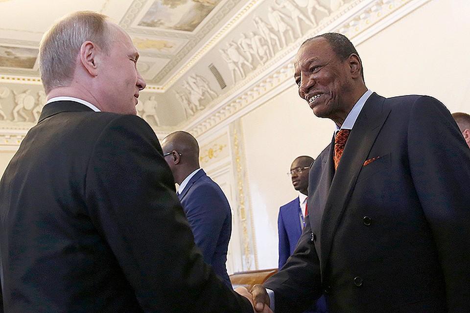 """Президент Гвинеи привился вакциной """"Спутник V"""" Африка,вакцинация,политика,Россия,спутник"""