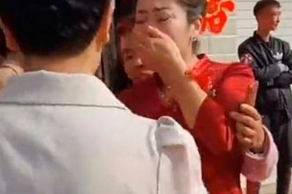Женщина во время свадьбы узнала в невесте сына давно потерянную дочь