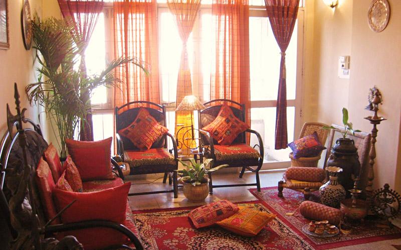 Индийский стиль в интерьере гостиной