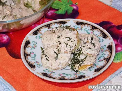 Закуска из кабачков со сметанным соусом