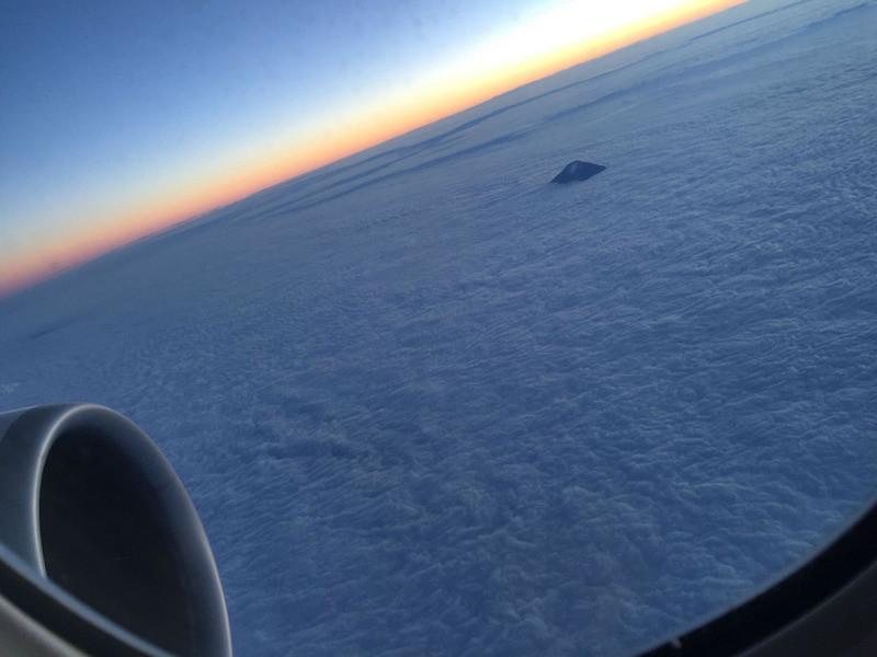 20. Макушка горы Фудзи из окна самолёта. планета земля, удивительные фотографии, человек