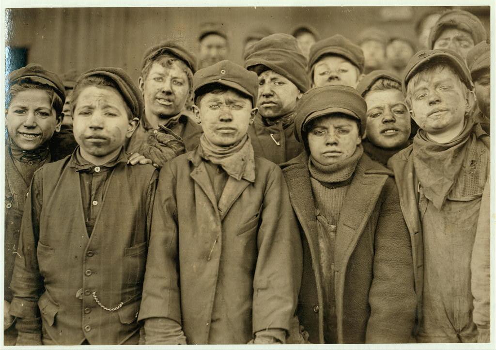 25 честных фотографий использования детского труда в США начала ХХ века