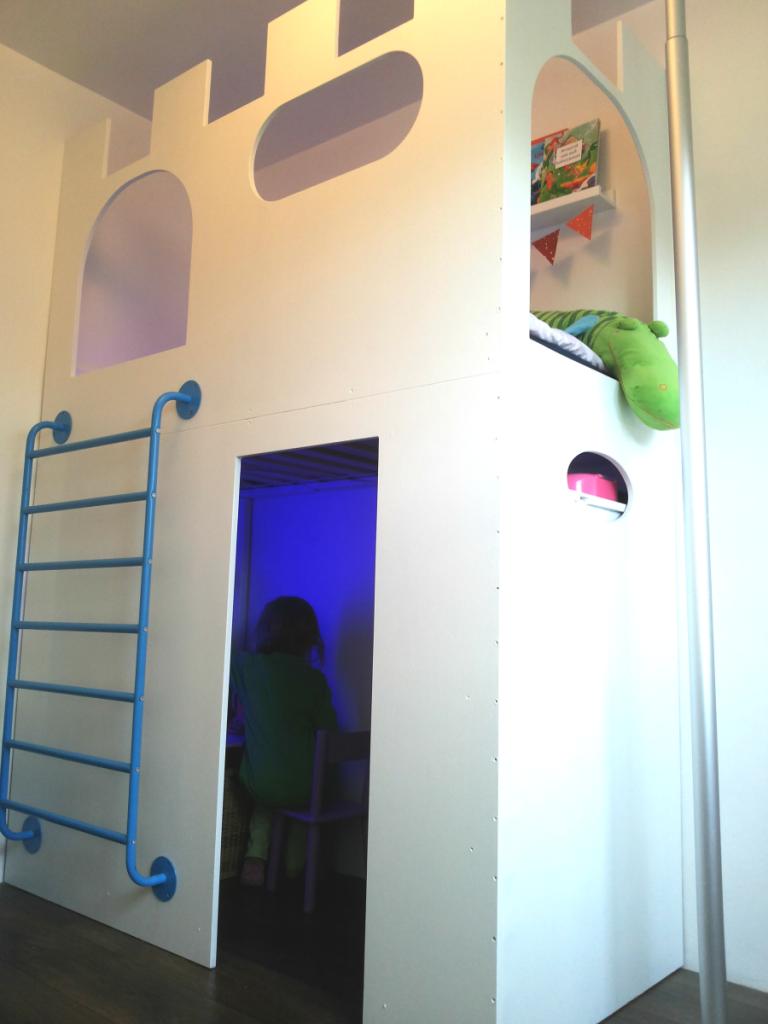 Как превратить детскую кроватку в замок для игр