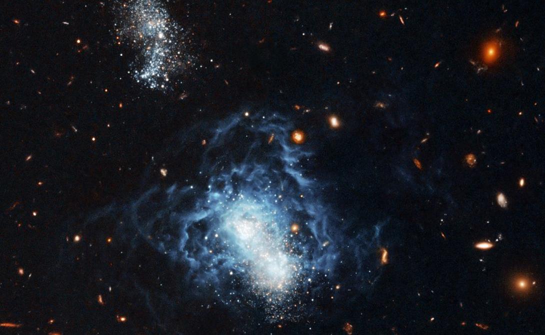 Zwicky 18 Галактика Цвикки 18 выглядит настоящей картинкой из научно-фантастического фильма. Карликовая неправильная структура сбивает ученых с толку, поскольку не подходит ни под одну существующую теорию формирования вселенной.