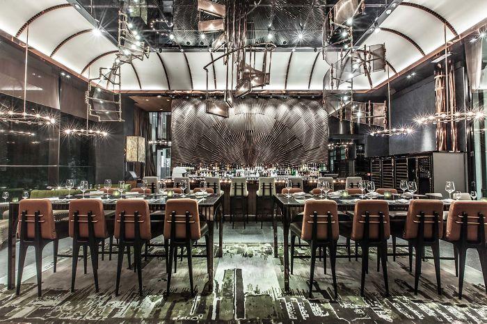19 самых концептуальных ресторанов в мире. В интерьерах: кости, шарниры, линии и советские ковры
