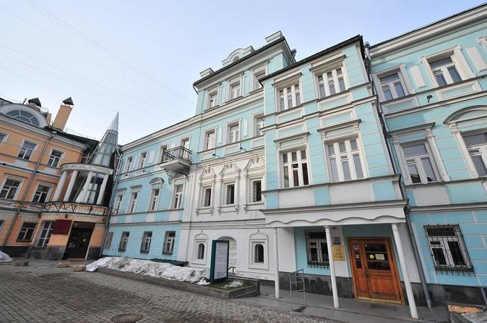Библиотека-читальня имени И. С. Тургенева.