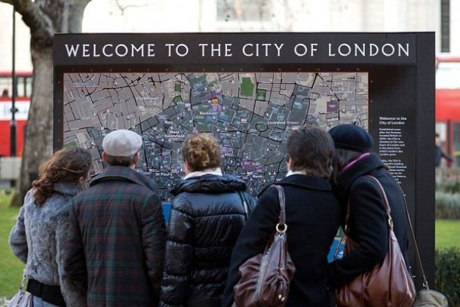 https://files.adme.ru/files/news/part_165/1650565/8336365-800px-London_Tourists_and_map_-_Dec_2009-1511094069-650-76d8afed4e-1513685244.jpg