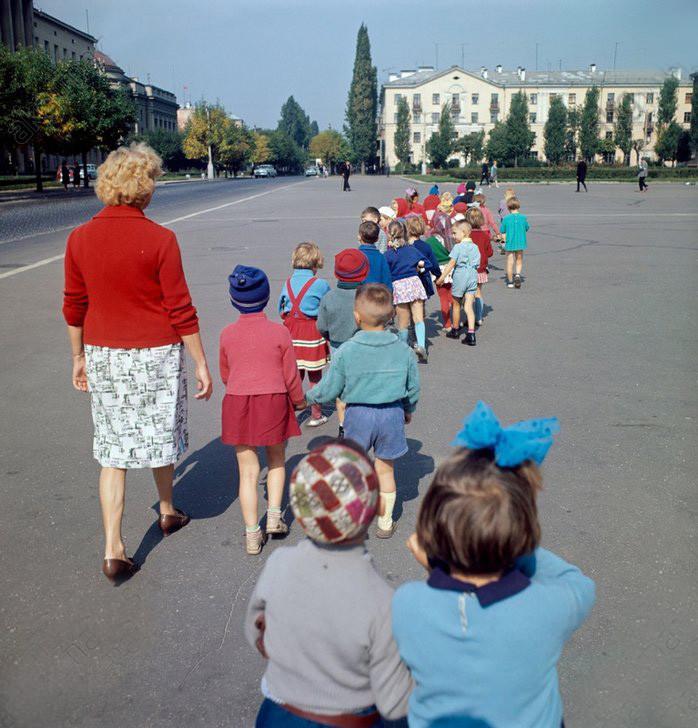 Детский сад на прогулке, Белорусская ССР, 1966 год^ СССР в фото, подборка
