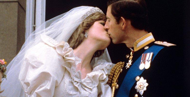 Принц Чарльз хотел сбежать с…