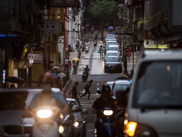 Почему китайские водители целенаправленно добивают пострадавших в аварии пешеходов