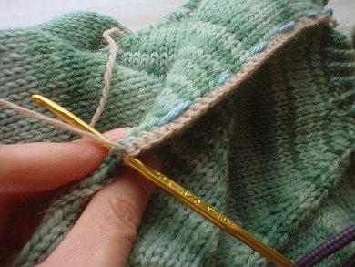как разрезать вязаное изделие