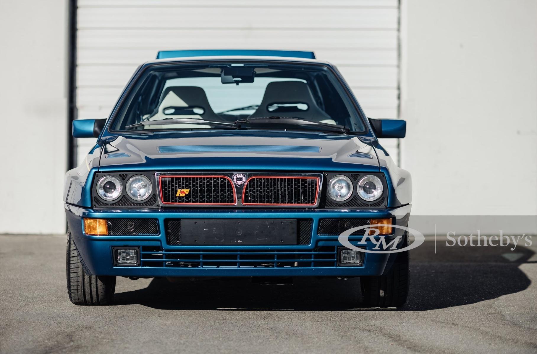 Редкую синюю Lancia Delta продадут на аукционе Новости