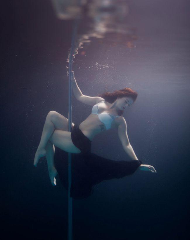 Стриптиз под водой! 12 морских красавиц, танцующих на пилоне.