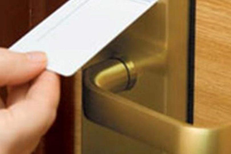 Сезон отпусков: берите с собой в любое путешествие магнитик с холодильника из дома!