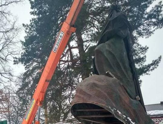 Под Киевом снесли случайно уцелевший памятник Павке Корчагину