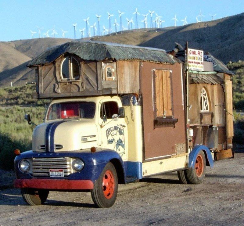 шоссе стояли грузовики дома на колесах фото водителей интересует
