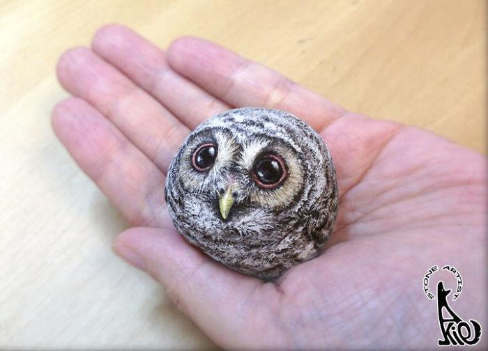 Японская художница превращает обычные камни в очаровательных зверьков размером с ладонь