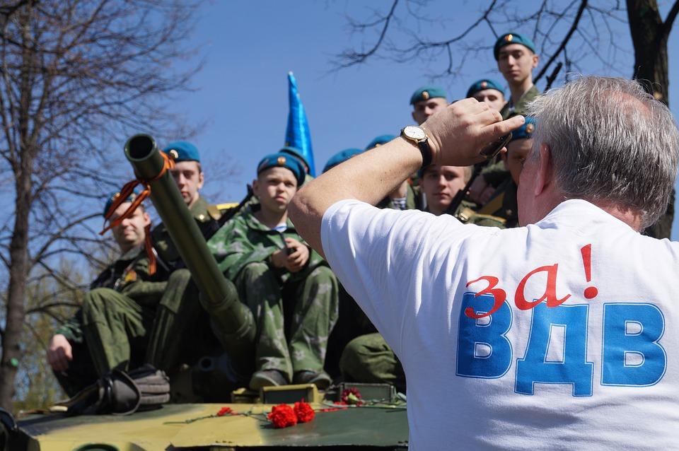 Десантники устроили массовую драку с сотрудниками Росгвардии в Москве