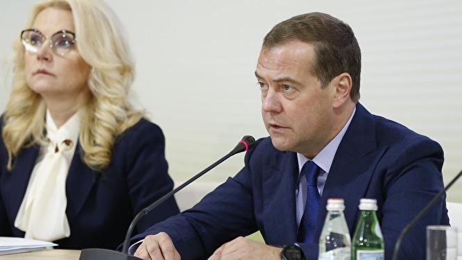 """""""На протяжении многих лет народу рассказывают, что правит какое-то «либеральное правительство Медведева»"""""""