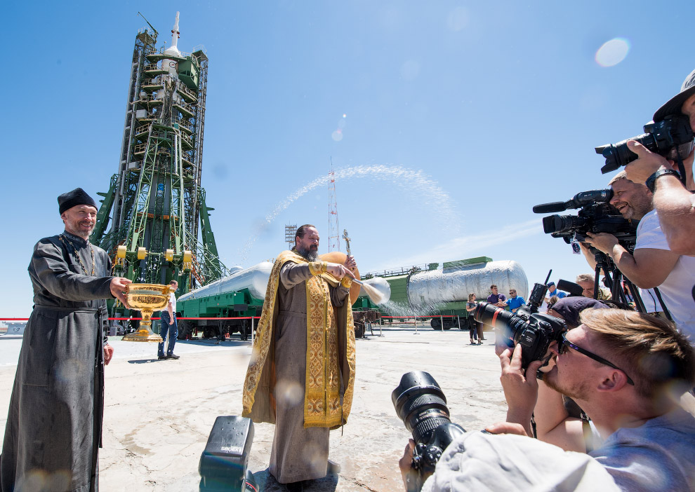 Expedition 56 Soyuz Blessing
