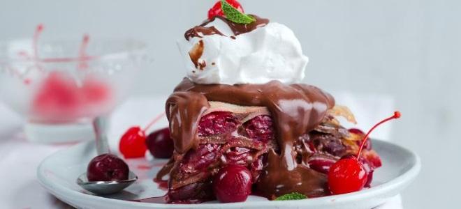 блинный торт с шоколадом и пьяной вишней