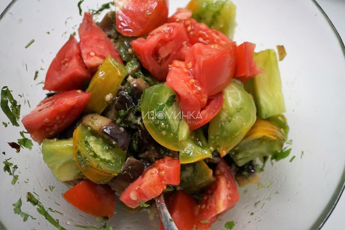 Как готовить салат с баклажанами и помидорами