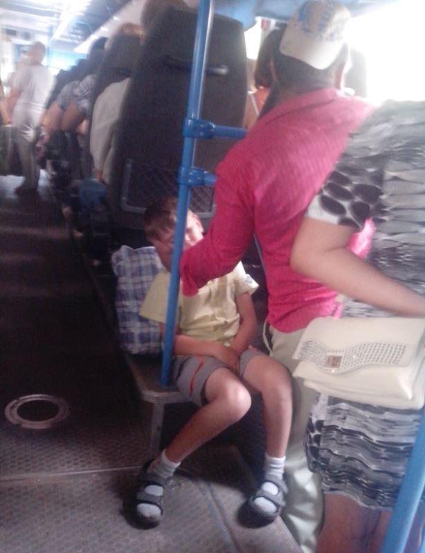 Настоящий отец! автобус, отец, сын