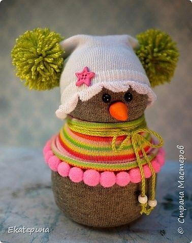 Забавные снеговики из носочков
